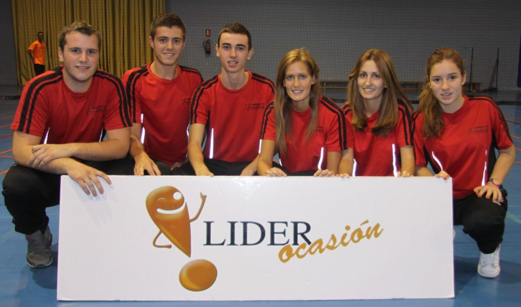 Los seis jovencísimos integrantes del renovado Badminton Huesca para el reto de la Primera División. | S.E.