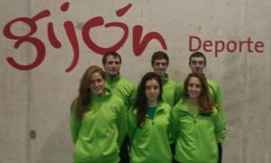 El equipo oscense, en la pista de Gijón donde ha jugado el pasado fin de semana.   S.E.